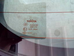 Toyota Auris стекло двери