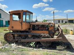 Трактор гусеничний з бульдозером ДТ-75