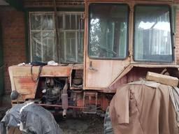 Трактор Т25 с прицепом.