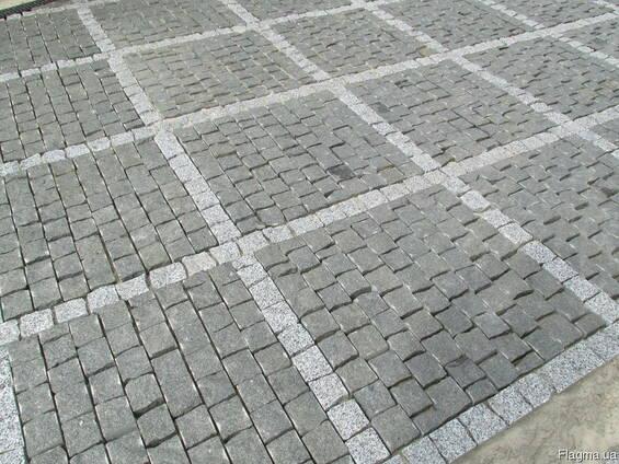 Тротуарная плитка из натурального камня пилено-колотая серая