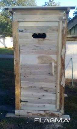 Туалет из дерева для дома и дачи