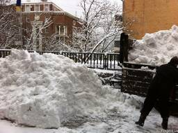 Уборка снега вручную. Вывоз снега с центра 8м. куб