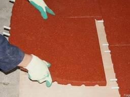 Резиновые монолитные плиты из вулканизированной резины.