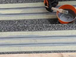 Устройство антискользящего покрытия на лестничных пролетах