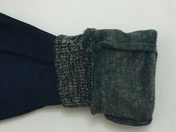 Утеплённые трикотажные джоггеры на меху для мальчика темно-синего цвета с поясом на. ..