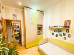 В продаже хорошая просторная трехкомнтаная квартира в Приморском районе.