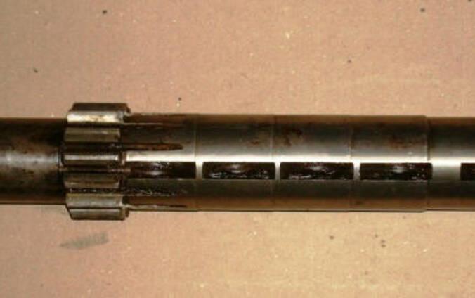 Вал КПП ЗИЛ-130 промежуточный.