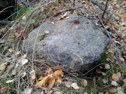 Валун каменный