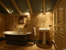 Ванная в Загородном Доме Двери/Сантехника