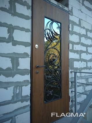 Входные бронированные двери г. Одесса (улица, тамбур)
