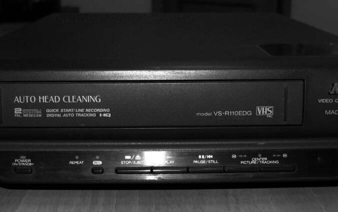 Видеомагнитофон AKAI VS-R100EDG