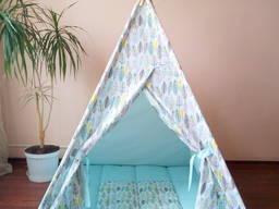 Вигвам – палатка детская мятный / разноцветные перья с ковриком