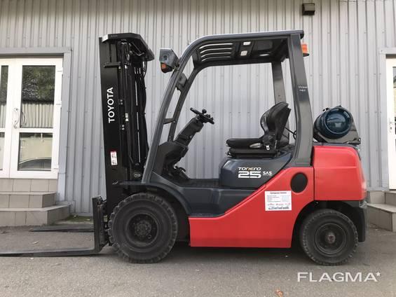 Вилочный газовый погрузчик Toyota 02-8FGF25 (навантажувач газовий 2,5т)