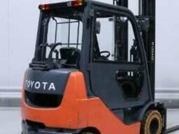 Вилочный погрузчик Toyota бу. Газ. 2011 г. - фото 3
