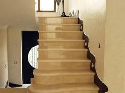 Внутренние лестницы из мрамора. Изготовление. Монтаж