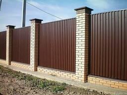 Профнастил на паркан (забор), огорожу або покрівлю. Виготовлення в Києві. Доставка