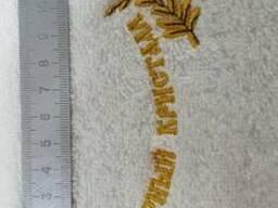 Вышивка логотипа на изделии