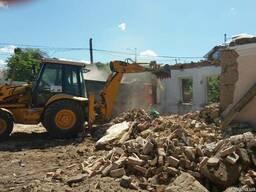 Вывоз мусора земли хлама загрузка грузчик. Демонтаж домов.