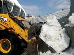 Вывоз снега в Киеве. Погрузка снега Киев. Уборка снега Киев.
