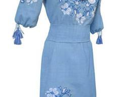 Яркое вышитое платье для девушки-подростка с растительным орнаментом Блакитний