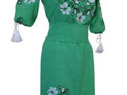 Яркое вышитое платье для девушки-подростка с растительным орнаментом Зелений