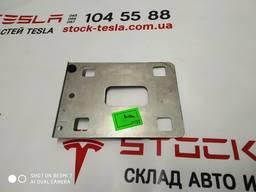 З/ч Тесла. Пластина усилителя бампера переднего 1011692-00-