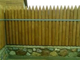 Забор, ограждение из кольев, частокол