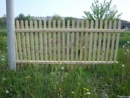 Забор-штакетник из дерева.