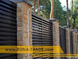 Забор жалюзи с металлическими ламелями