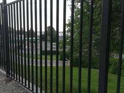 Заборы металлические и ограждения ворота