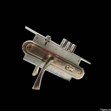 Замок врезной Fuaro 4252 с ручками для металлической двери