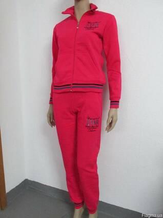 Женская спортивная одежда.