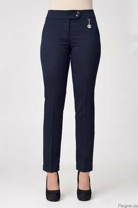 Женские брюки зауженые с высокой посадкой темно-синего цвета