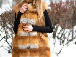 Жилет из натурального меха лисы и натуральной кожи
