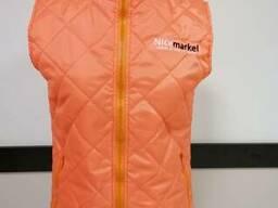 Оранжевый стеганый утепленный жилет