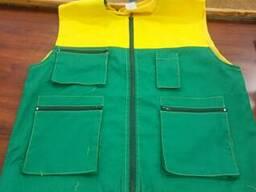 Жилет рабочий зеленый с желтой кокеткой