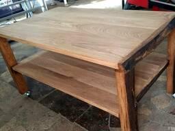 Журнальный столик из дерева, на колесиках.