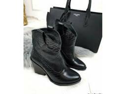 Зимние ботинки казаки кожаные питон